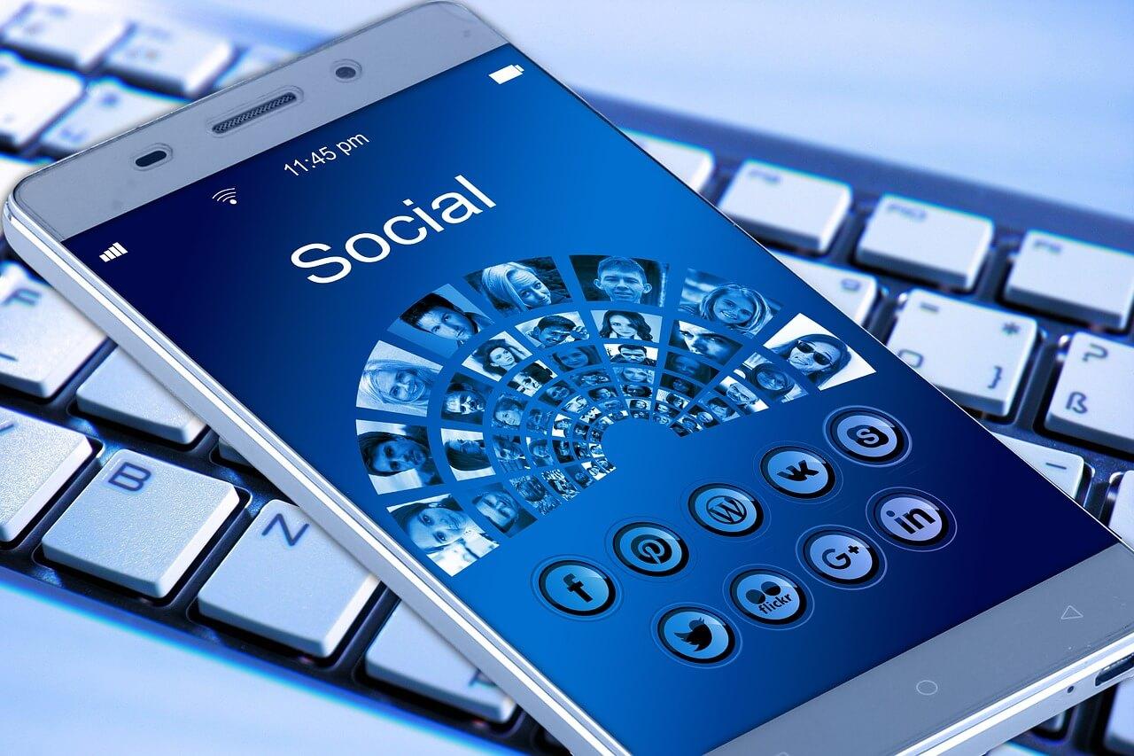 suhtlemine virtuaalse abilisega